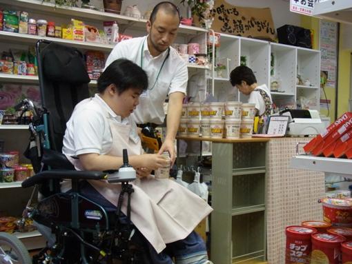 6月の社会参加・就労セミナーを受けて、生徒は県立奈良病院売店の職場実習... 職場実習  NPO